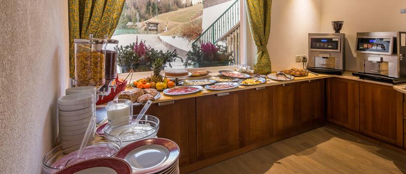 italy_dolomites-ski-area_arabba_hotel-bellavista_breakfast.jpg